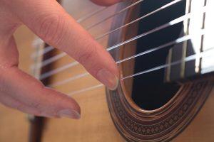 ناخن در گیتار